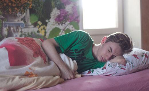jak brak snu wpływa na nastolatków