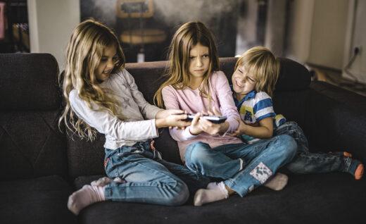 jak nauczyć dziecko dzielenia się z innymi